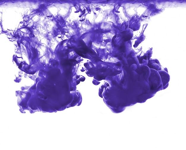 Resumo formado por cor dissolvendo em água