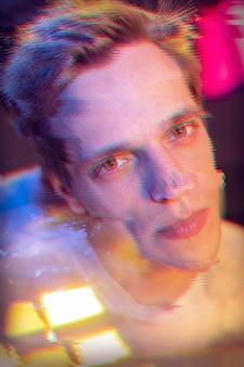 Retrato abstrato de homem em estilo vaporwave