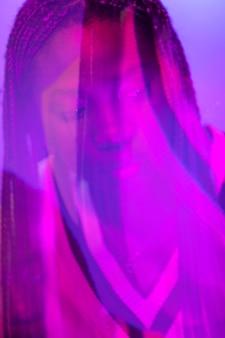 Retrato abstrato de mulher com ondas de vapor