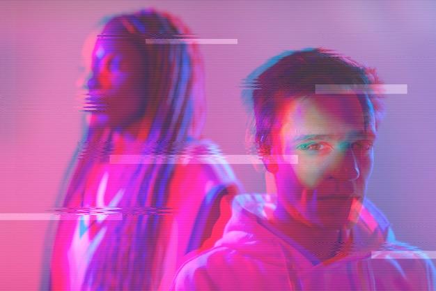 Retrato abstrato de vaporwave de homem e mulher