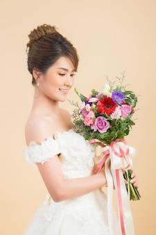 Retrato asiático bonito da noiva