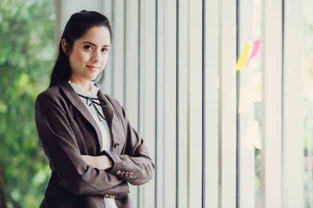 Retrato bonito empresárias asiáticas