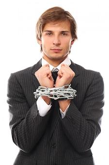 Retrato bonito jovem empresário acorrentado