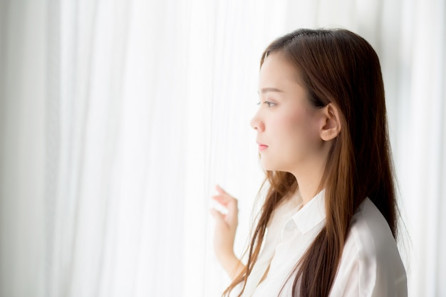 Retrato, bonito, mulher asian, ficar, a, janela