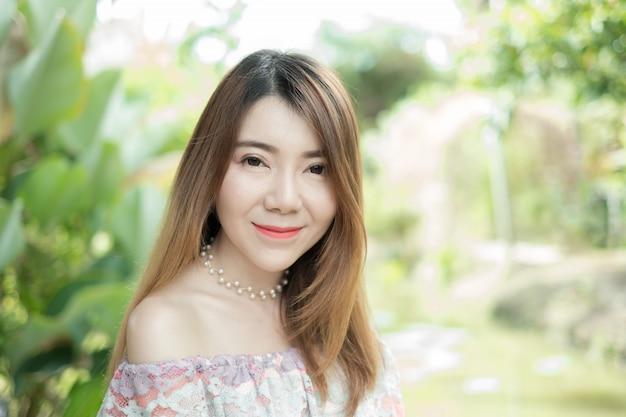 Retrato, bonito, mulher asiática, sorrindo