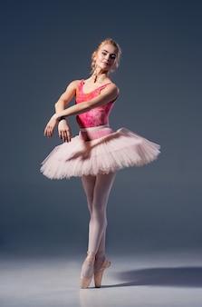 Retrato da bailarina em pose de balé