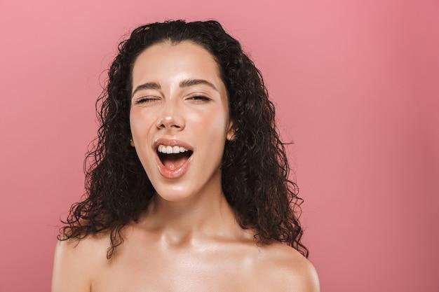 Retrato da beleza de uma jovem sedutora de topless