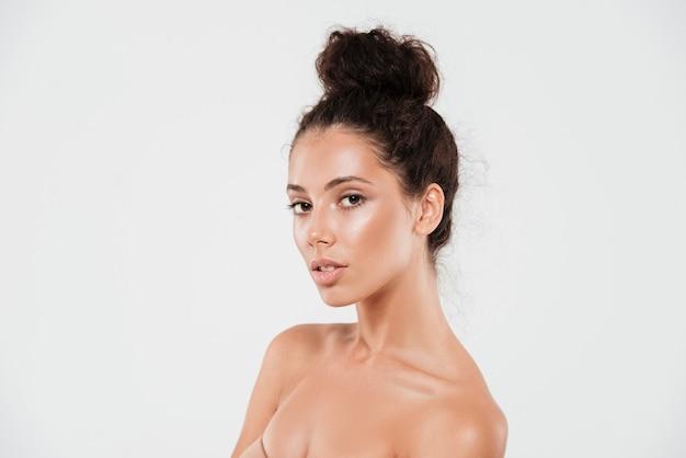 Retrato da beleza de uma jovem sensual