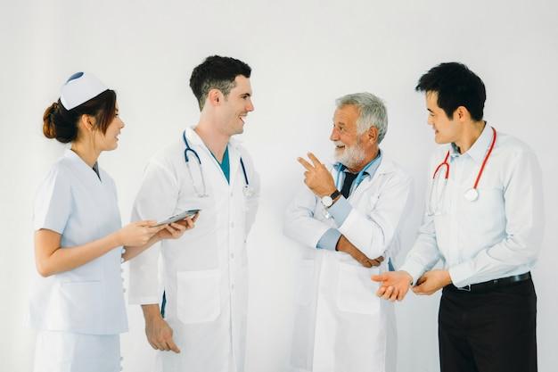 Retrato da equipe de profissionais médicos