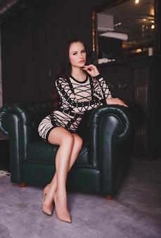 Retrato da moda da mulher rica