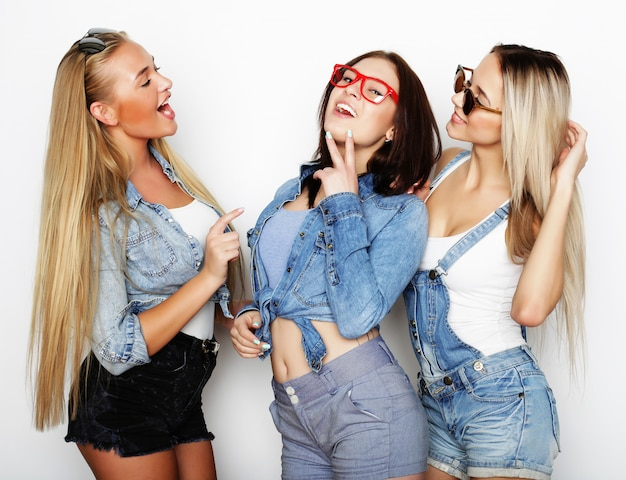 Retrato da moda de três melhores amigas sexy elegantes