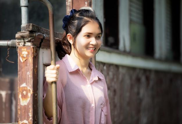 Retrato da mulher asiática bonita