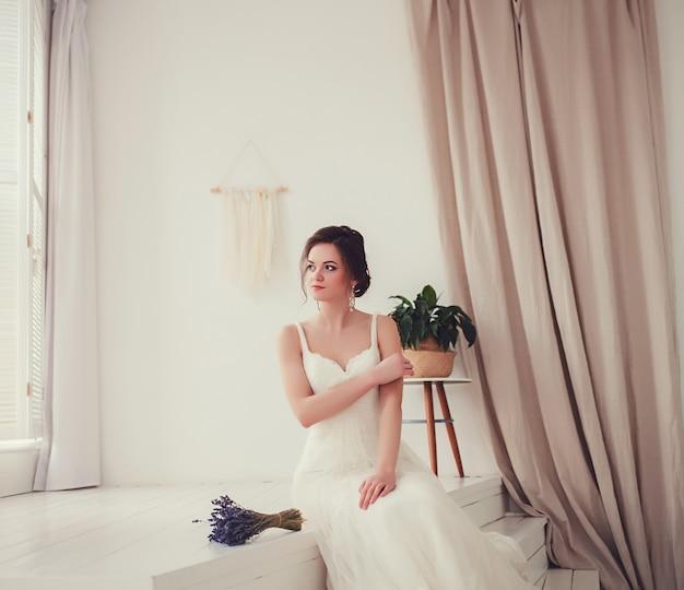 Retrato da noiva em um vestido de noiva