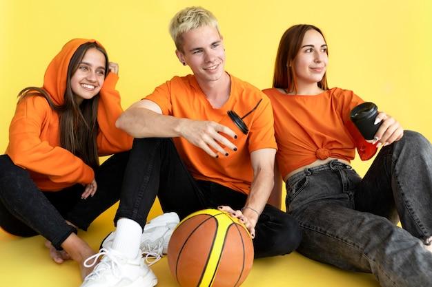 Retrato de adolescentes em estúdio