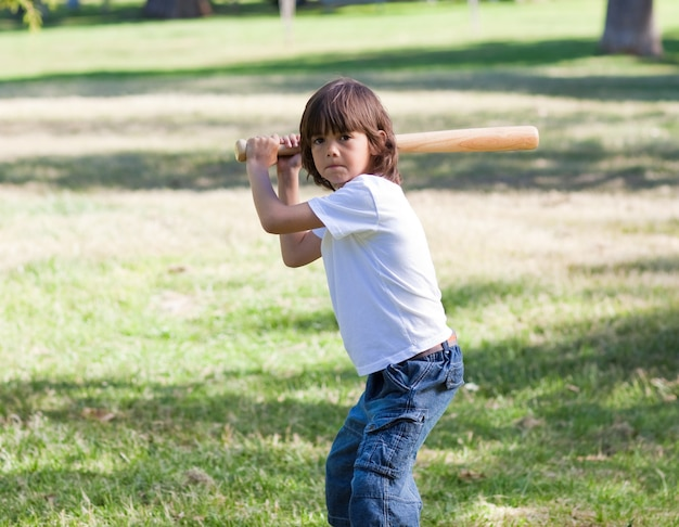 Retrato, de, adorável, filho jogando basebol