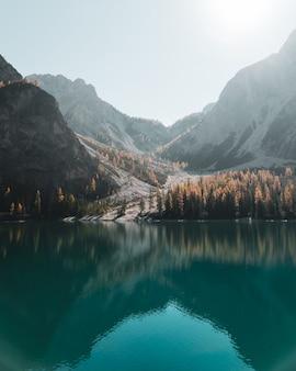 Retrato, de, água, reflexões, em, a, lago, braies, em, a, dolomites, em, sul, tirol, itália