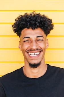 Retrato, de, alegre, étnico, homem