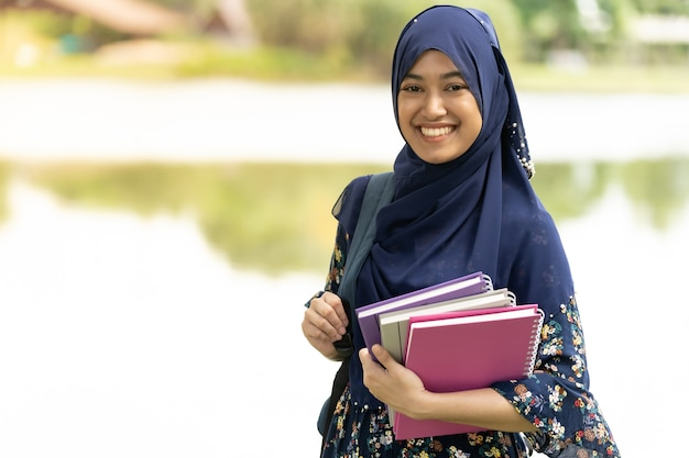 Retrato de aluna muçulmana