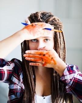 Retrato de artista feminina