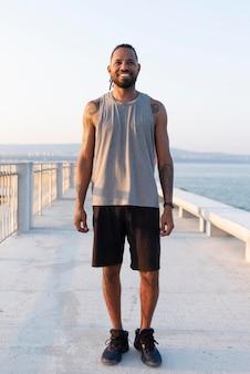 Retrato de atleta afro-americana a fazer uma pausa