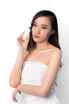 Retrato, de, atraente, beleza, mulher asiática, esperto, chinês, olhar, em, moda, posar