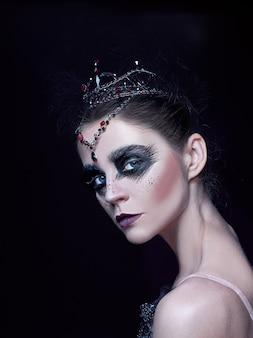 Retrato de bailarina como cisne no preto