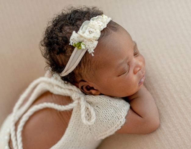 Retrato de bebê com diadema