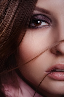 Retrato, de, bonito, mulher jovem, em, a, estúdio