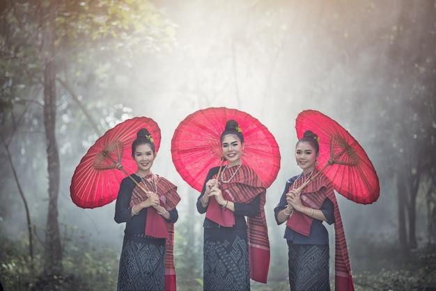 Retrato, de, bonito, tailandês, mulheres, em, phu-thai, tradicional, traje