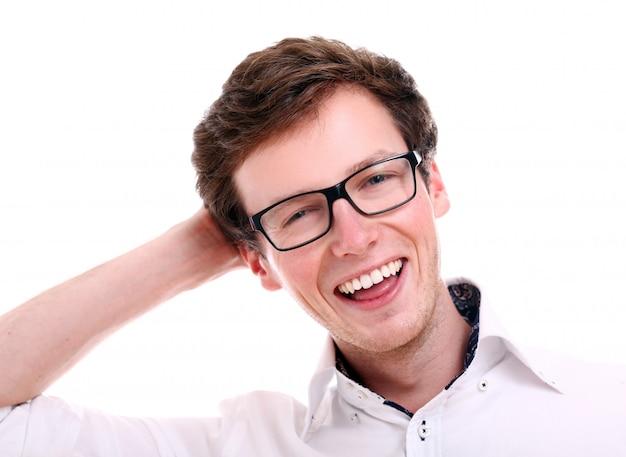 Retrato de cara sorridente em copos