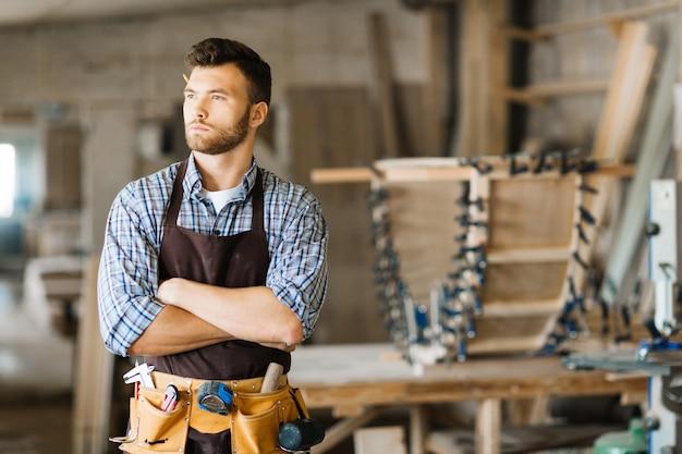 Retrato de carpinteiro barbudo