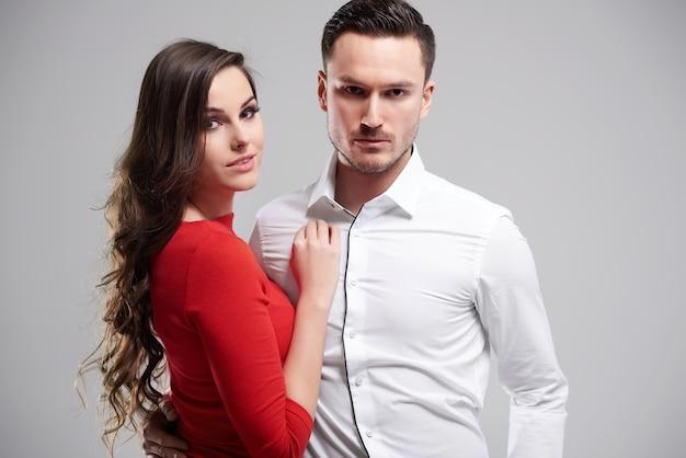 Retrato de casal jovem e atraente