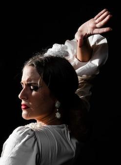 Retrato de close-up da mulher de flamenco
