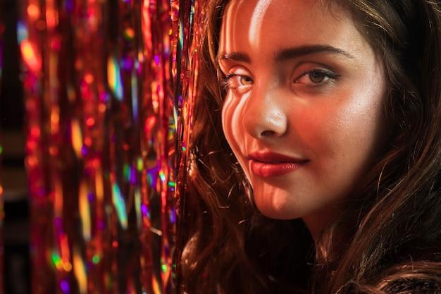 Retrato de close-up de uma linda garota