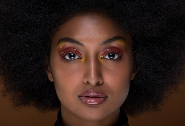 Retrato de closeup linda mulher africana
