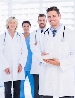 Retrato, de, confiante, feliz, grupo, de, doutores