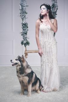 Retrato de corpo inteiro da rainha do gelo com cachorro