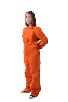 Retrato de corpo inteiro de um trabalhador de mulher em macacão mecânico isolado no fundo branco