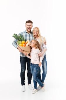 Retrato de corpo inteiro de uma família alegre