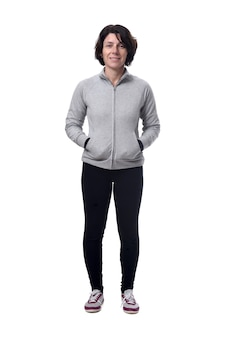 Retrato de corpo inteiro de uma mulher com as mãos no bolso em branco