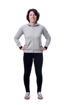 Retrato de corpo inteiro de uma mulher em fundo branco