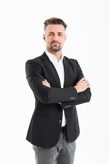 Retrato de corpo inteiro do homem adulto 30 anos de terno profissional posando com as mãos cruzadas, isolado sobre o branco