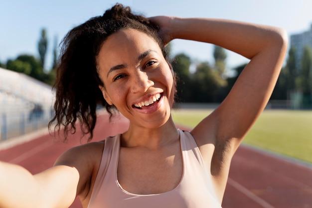 Retrato de corredor feminino treinando