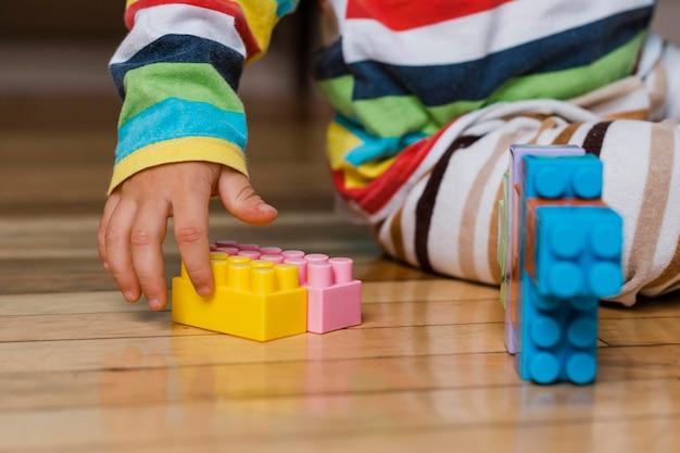 Retrato de criança brincando
