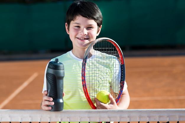 Retrato, de, criança, ligado, a, campo tênis