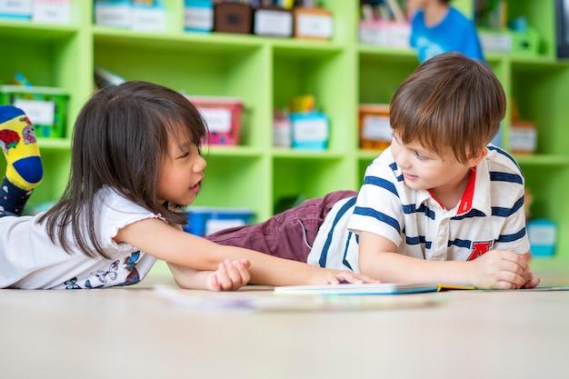 Retrato de crianças estudando na escola primária