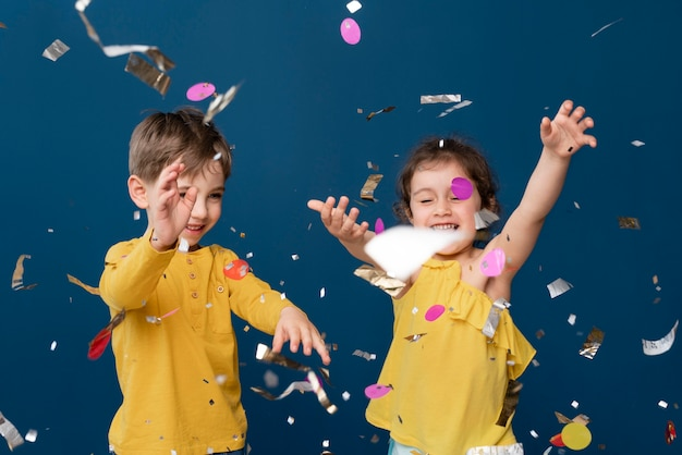 Retrato de criancinhas sorridentes