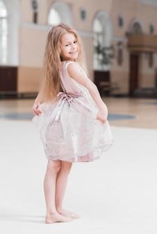 Retrato, de, cute, pequeno, menina bailarina