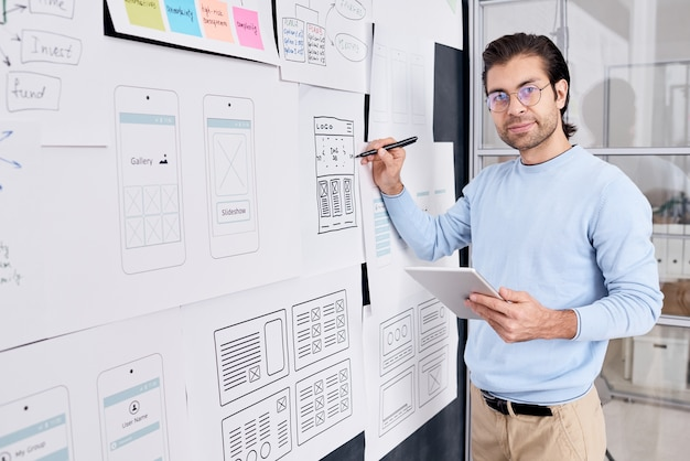 Retrato de desenvolvedor de aplicativos masculino