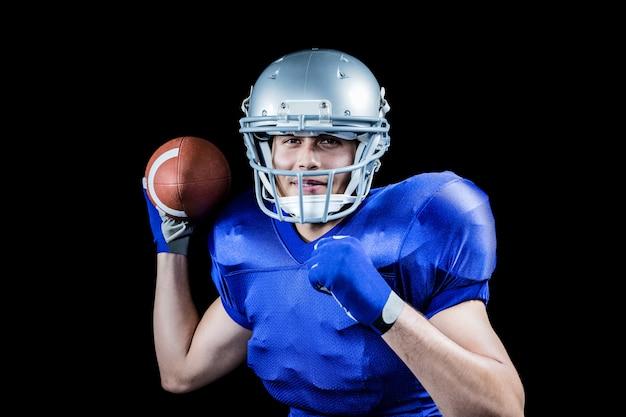 Retrato, de, desportista, sorrindo, enquanto, jogando bola
